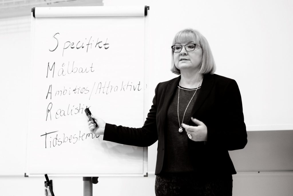 Birgitte underviser